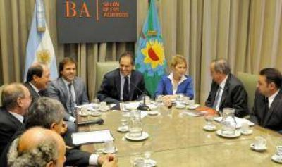 Scioli se reunió con intendentes radicales y recibió elogios de Sanz