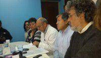 La Intersindical mostró apoyo a los maestros y llevará el reclamo a Casa de Gobierno