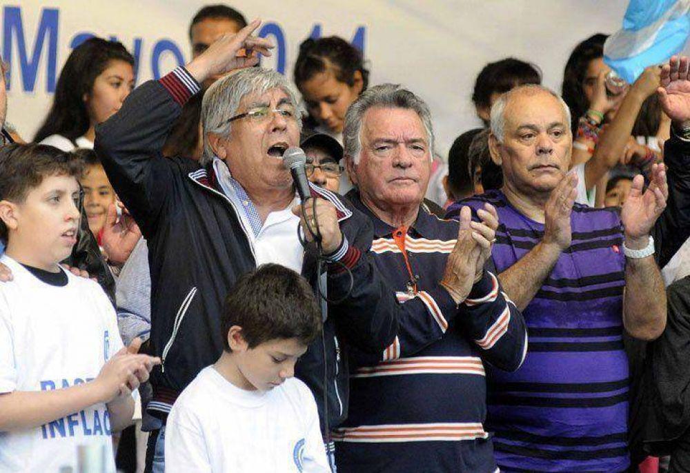 Sin definiciones, Barrionuevo y Moyano prometieron la unidad obrera