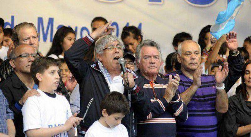 Con lo justo, Moyano y Barrionuevo tuvieron su acto en la Plaza contra Cristina