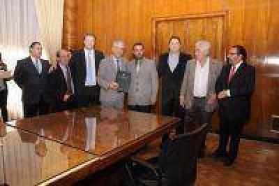 Firman convenios para ampliar gasoductos del sur bonaerense