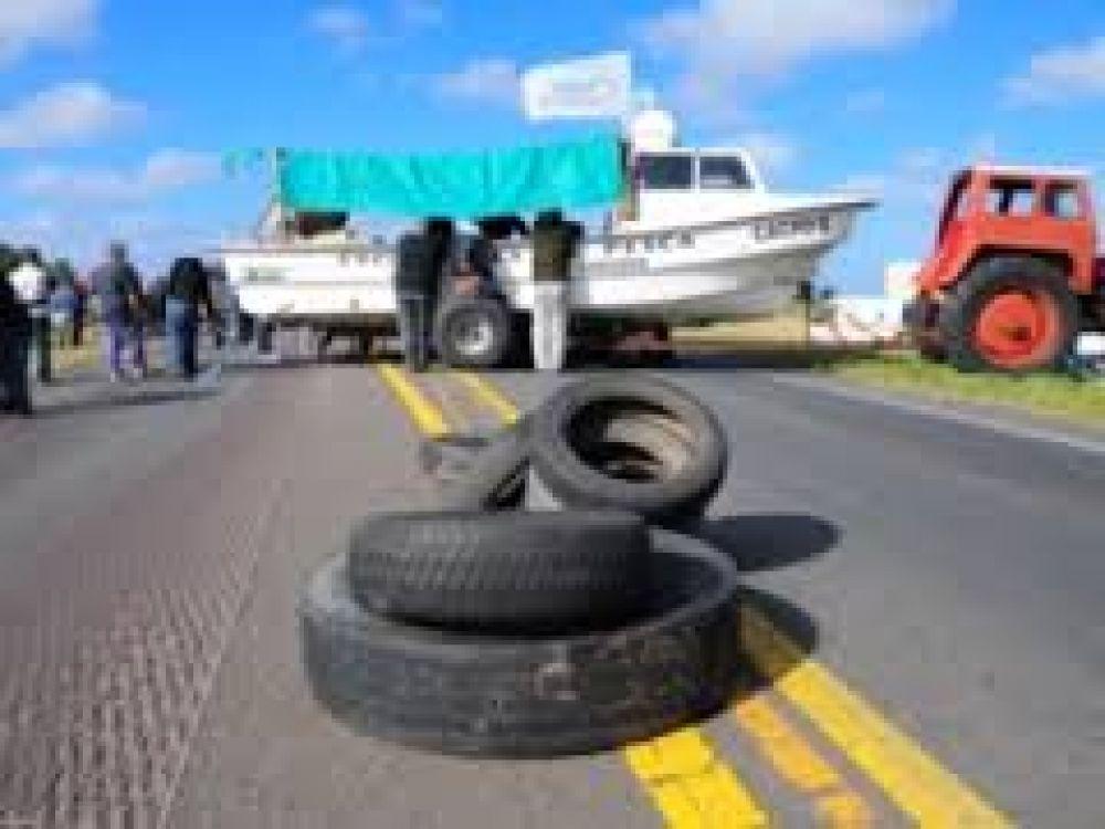 Pescadores: Se levantó el corte en Monte Hermoso y en la mañana se definirá si continúan con la medida