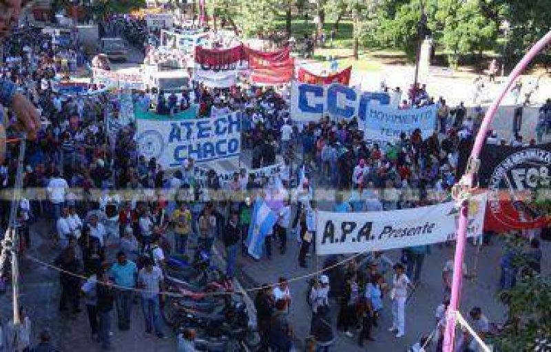 Gremios y movimientos presentaron su petitorio al gobierno y preparan una marcha provincial