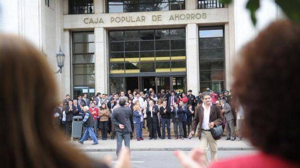 La Bancaria llamó a un paro nacional; la Caja anunció que abrirá