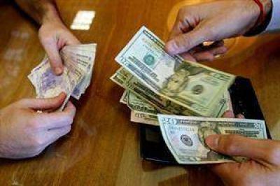 Otra microdevaluación del peso lleva al dólar a $ 8,08, su mayor valor en el año