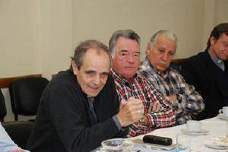 Casaretto invitó a Barrionuevo y Moyano a exponer en la Pastoral