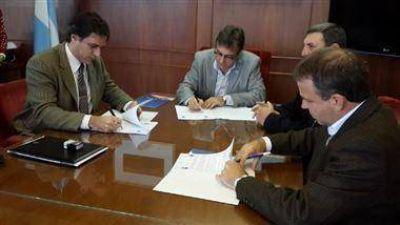 Firmaron un convenio para la gesti�n de trabajos comunitarios