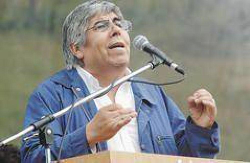 Moyano le garantiza al Gobierno el tope salarial de 15% hasta fin de año