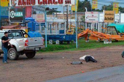 Choque en la Ruta 11: Una mujer salió expulsada de su motocicleta y sólo tuvo heridas leves