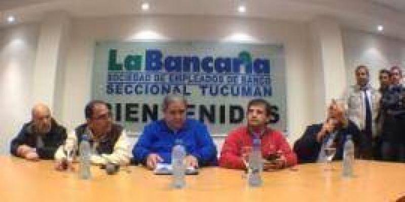 Marchan 10 mil bancarios de todo el país en Tucumán y prevén un paro nacional para la semana próxima