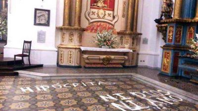 Procesaron a cinco alumnos del Nacional Buenos Aires por los daños en una iglesia