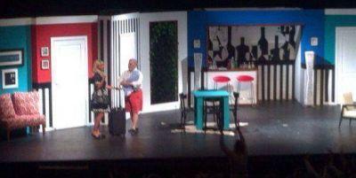 Nazarena Vélez regresó al teatro con emoción y una sala que la aplaudió de pie