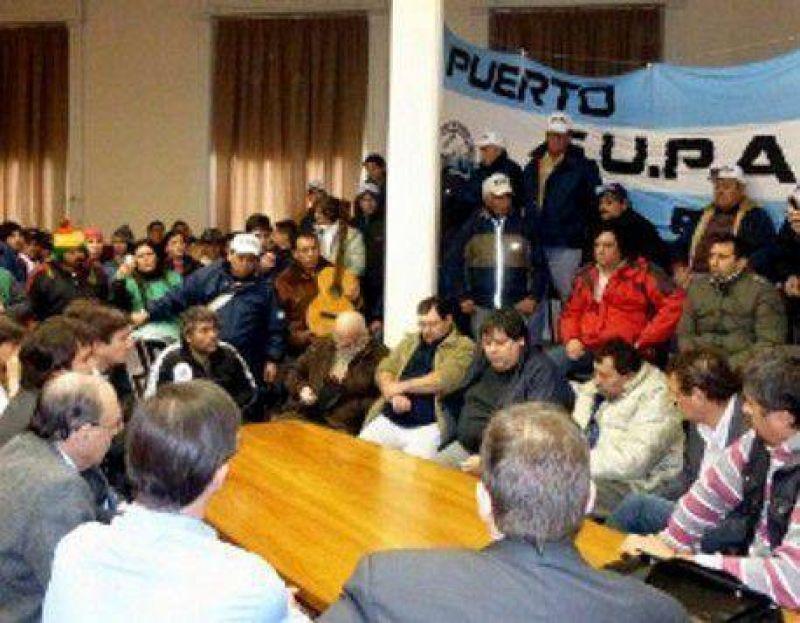 Los trabajadores portuarios reclamaron apoyo al Concejo