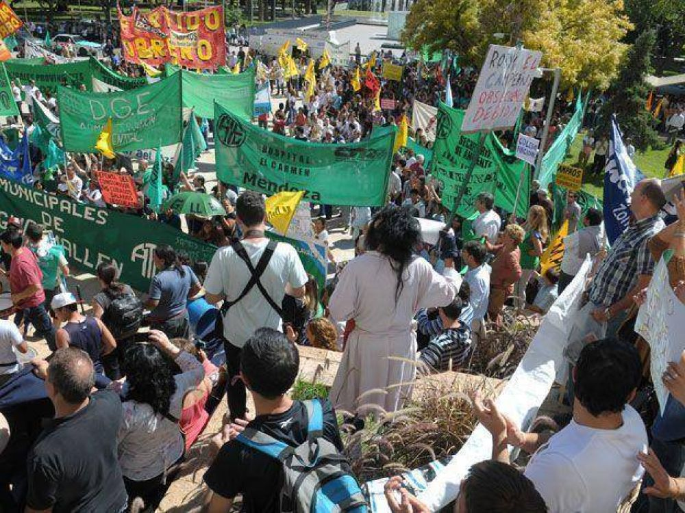 Paritarias: trabajadores de la Administración Central arreglaron y levantaron las medidas de fuerza
