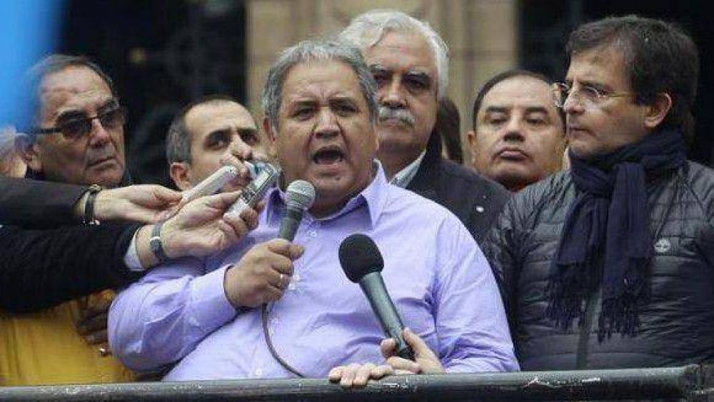 Bancarios movilizados en Tucumán anunciaron un paro nacional