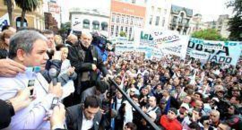 Ante m�s de 10 mil personas en la Plaza, Palazzo anunci� paro nacional bancario el 29 de mayo: �Queremos la cabeza del que orden� tirar a matar�