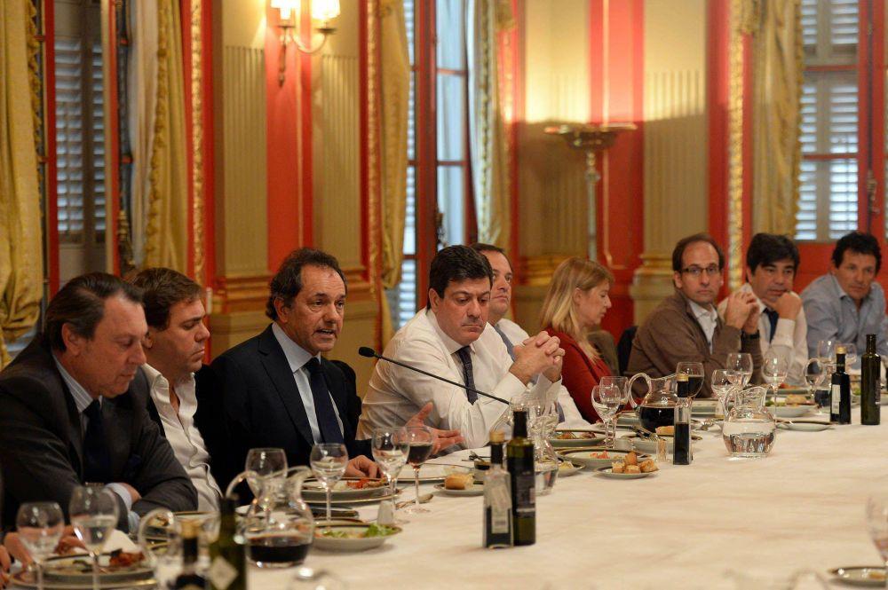 """Scioli juntó a senadores K en un almuerzo """"buena onda"""""""