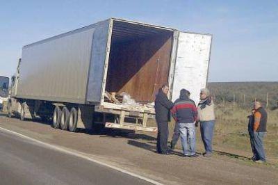 Robaron camión con 8 mil kilos de equipos electródomesticos