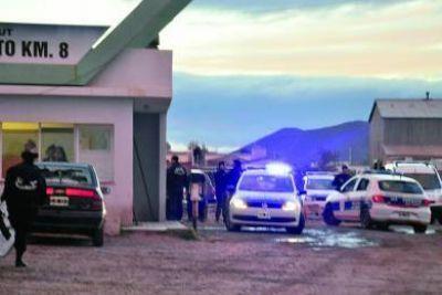 Diez policías heridos, patrulleros rotos y varios hinchas lesionados