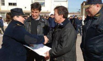 Bahía Blanca: Bevilacqua entregó subsidio para la Escuela de Policía