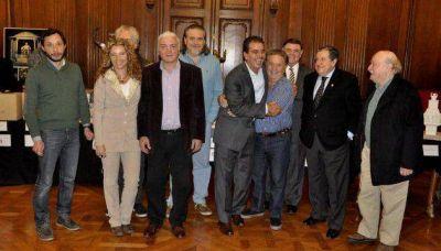 El monumento a Perón reunió a Ritondo, Duhalde y Puerta