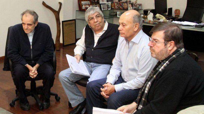 Moyano se reunió con miembros de la Iglesia y fue invitado a sumarse a la