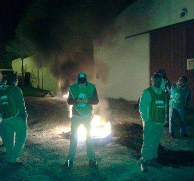 Protesta de municipales en La Adela
