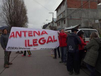 Vecinos rechazan instalación de antena