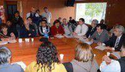El Gobierno se reunió con referentes del Frente de Gremios Estatales