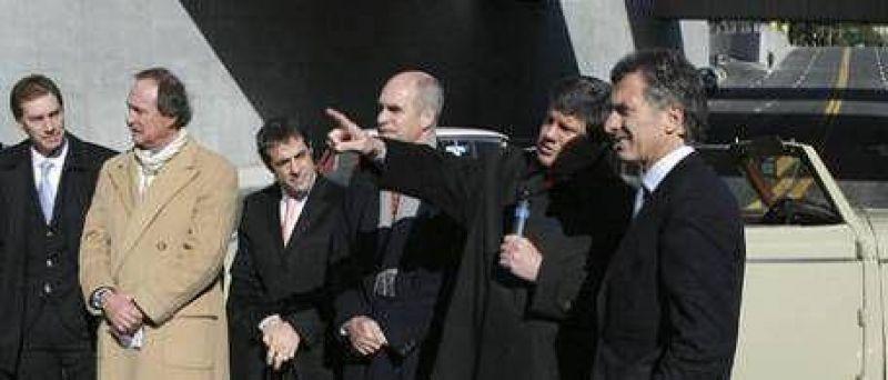 """Macri también inauguró obras pero se excusó diciendo que """"no tenía muy clara la ley electoral"""""""