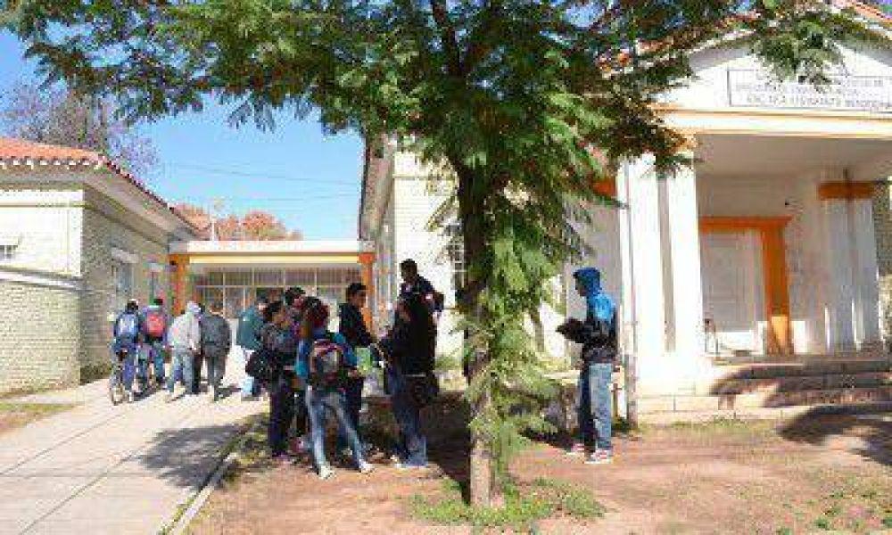 Con un arma en una escuela de Guaymallén: son dos los alumnos involucrados y evaluarán la suspensión