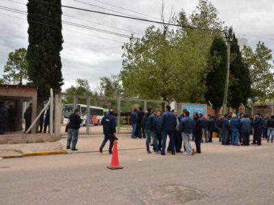 Choferes de Transpuntano en estado de alerta por la suspensión de un delegado gremial