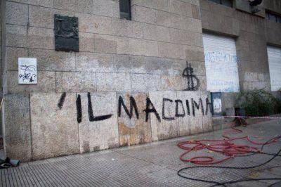 Removieron graffitis contra Vilma Baragiola de la fachada de la Municipalidad