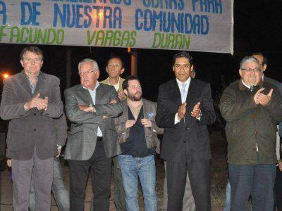 Inauguraron red de luz y agua en loteo de Lozano