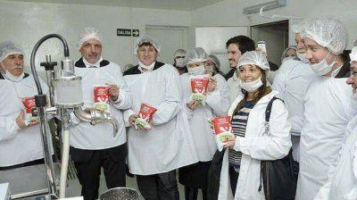 """Provincia comprará la producción de la leche """"Colega"""" de Gaiman"""