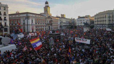 Multitudinaria marcha en reclamo de un referendo sobre la monarquía