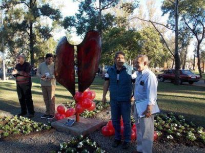 Inauguran escultura por la donación de órganos