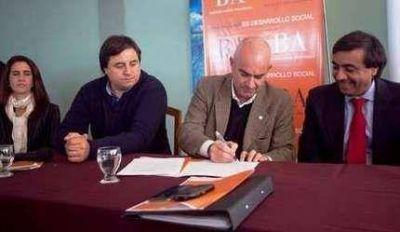 Echeverría participó del lanzamiento del programa de asistencia a personas