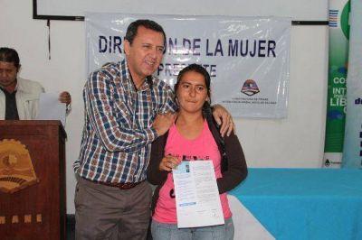 Entregaron tarjetas sociales a más de 260 beneficiarios de la capital