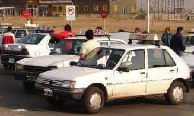 Taxis y remises vuelven a la carga para exigir aumento de tarifas