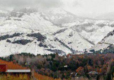 La nieve llegó con fuerza a 15 días del arranque del esquí