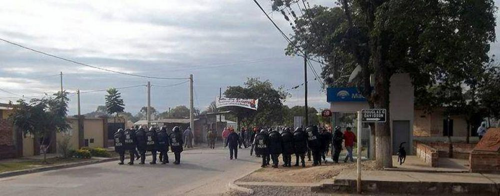 Cuatro detenidos tras violentos enfrentamientos en el Ingenio La Esperanza