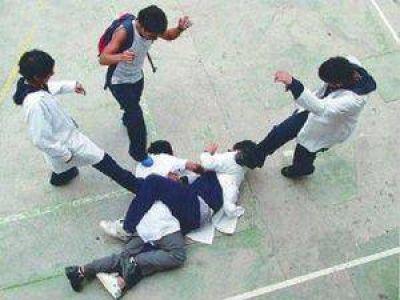 Llegarán más de mil guías para casos violencia escolar