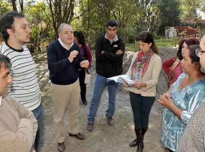 Ediles visitaron barrio Calchaquí y Villa Violeta por peticiones vinculadas a espacios públicos.