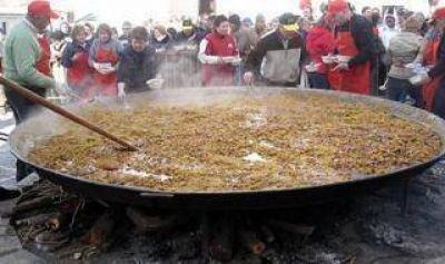 La Plata quiere llegar al Guinnes: Cocinan el arroz con pollo más grande del mundo