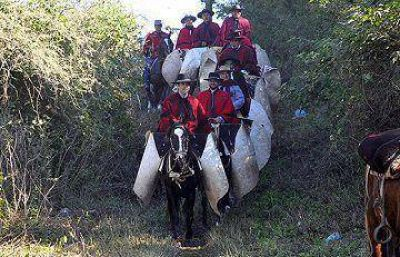 En el inicio de los homenajes a G�emes, Urtubey encabez� la cabalgata a la quebrada de la Horqueta