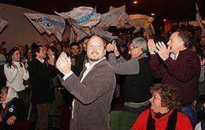 """En su último acto antes de los comicios, Sabbatella llamó a no votar por """"las viejas estructuras"""""""