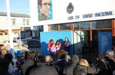 El acceso a Radio Nacional Río Grande ahora es custodiado por Rodolfo Walsh