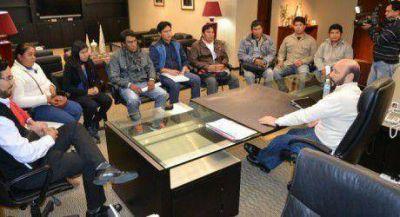 El gobernador se reunió con universitarios aborígenes