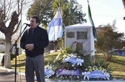 Díaz Pérez homenajeó a los fusilados lanusenses en junio de 1956